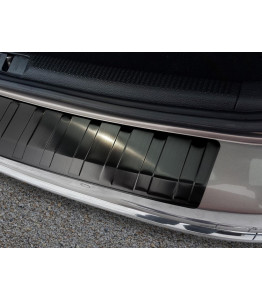 Audi Q3 2011– Glossy black – boot entry guard